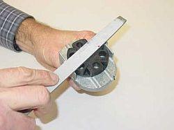 Auto disk powder leakage fix